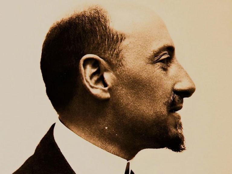 Dedicato a Gabriele D'Annunzio